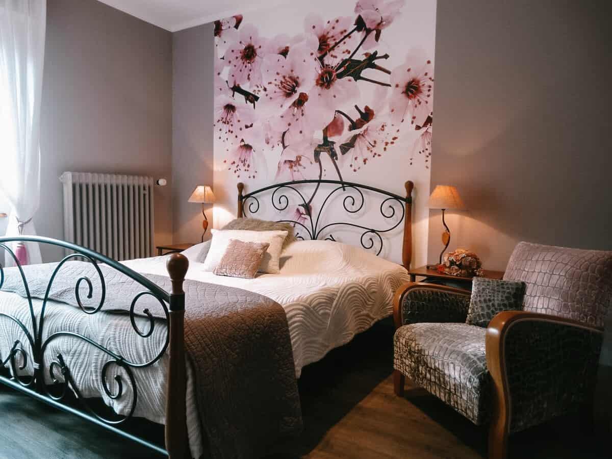 chambre capucine lit la maison fleurie